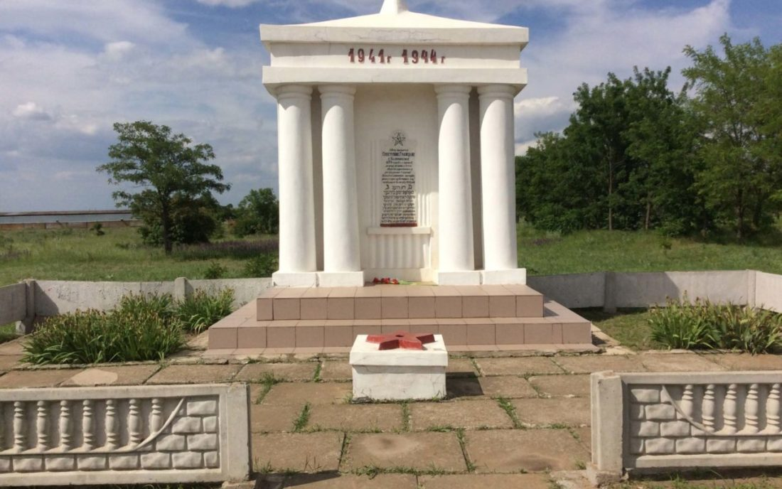Memorial site near Kalynivske (formerly Kalinindorf), Kherson Region, June 2016