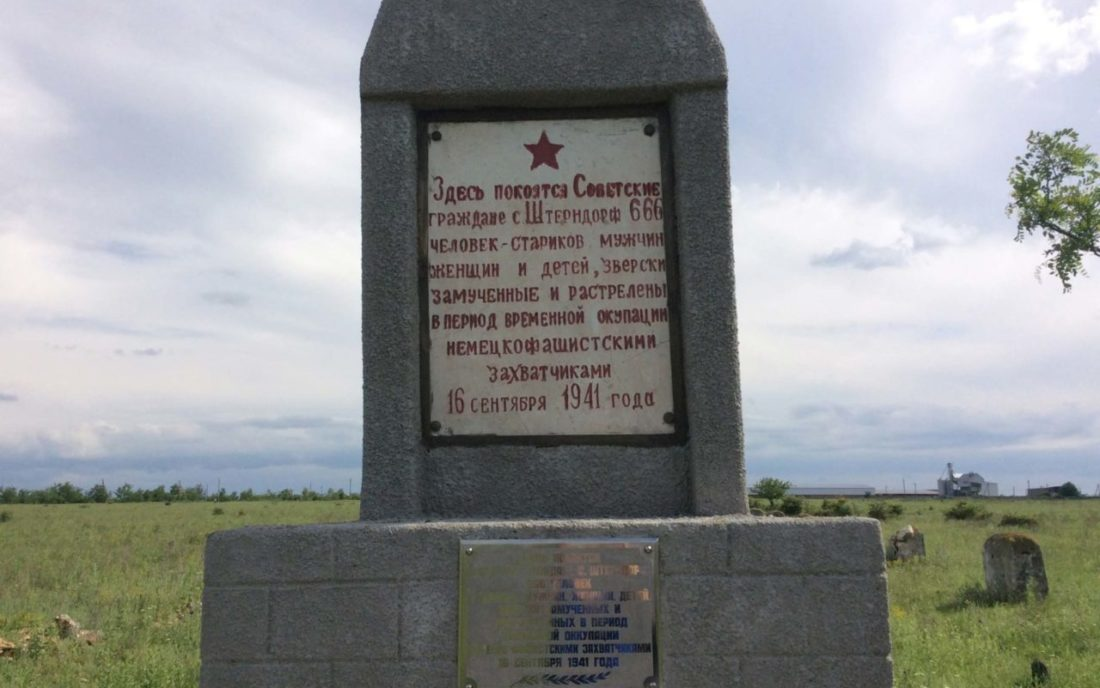 Memorial stone to the »Soviet citizens« of Shterndorf (today Mala Seidemynukha), Kherson Region, June 2016