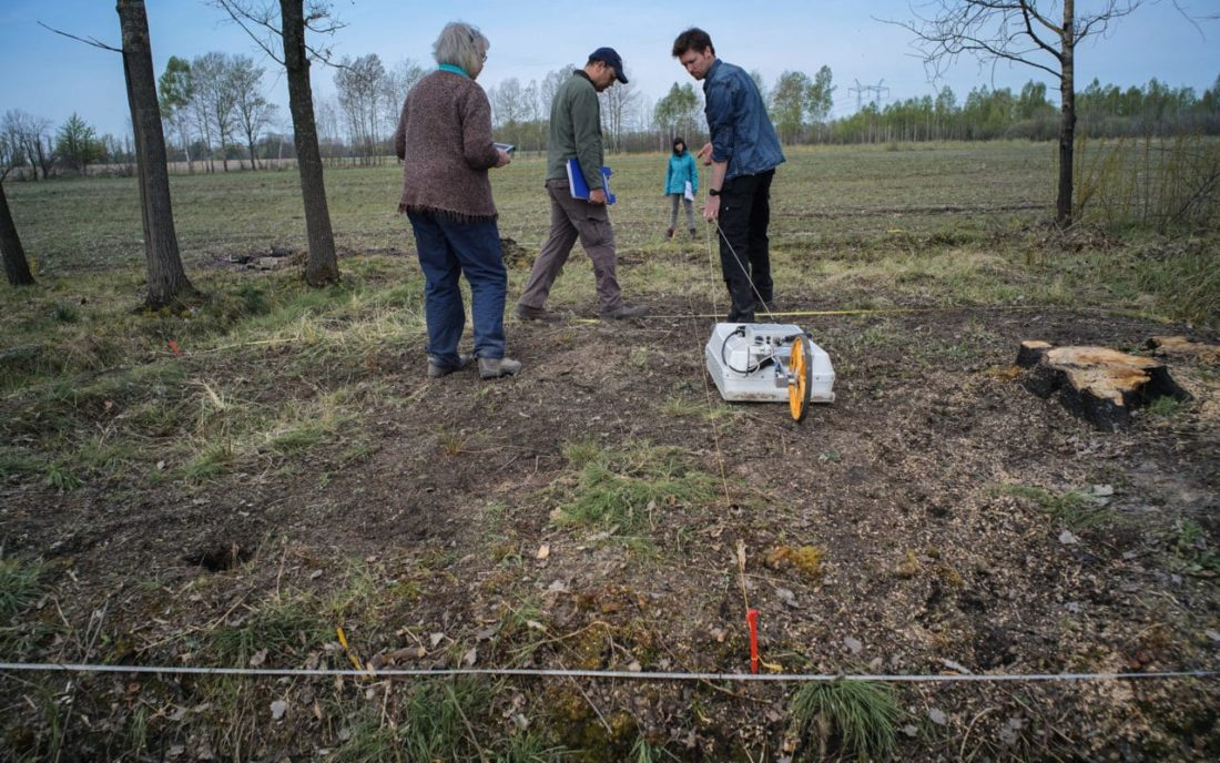 Non-invasive ground survey made it possible to determine the boundaries of two graves, April 2017