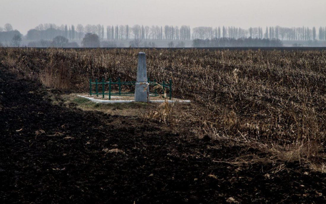 The mass grave in Samhorodok is located in the middle of a field, November 2016