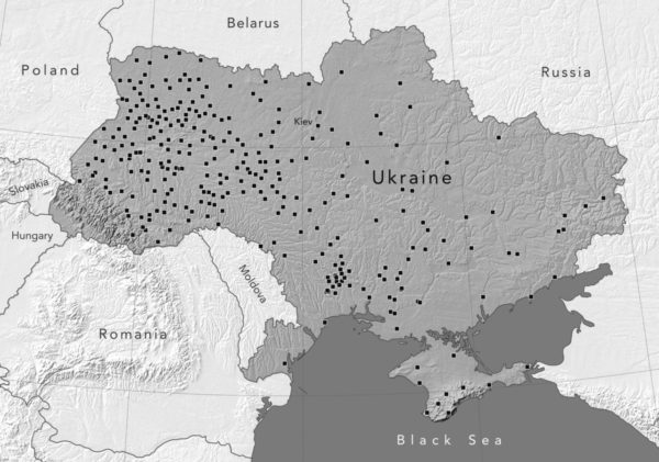 A map of present-day Ukraine showing the cities, towns, and villages where mass shootings of 500 or more Jews were carried out between 1941 and 1943. There are 300 locations of this kind alone. In addition, hundreds of other mass shootings involving fewer victims also took place throughout Ukraine.