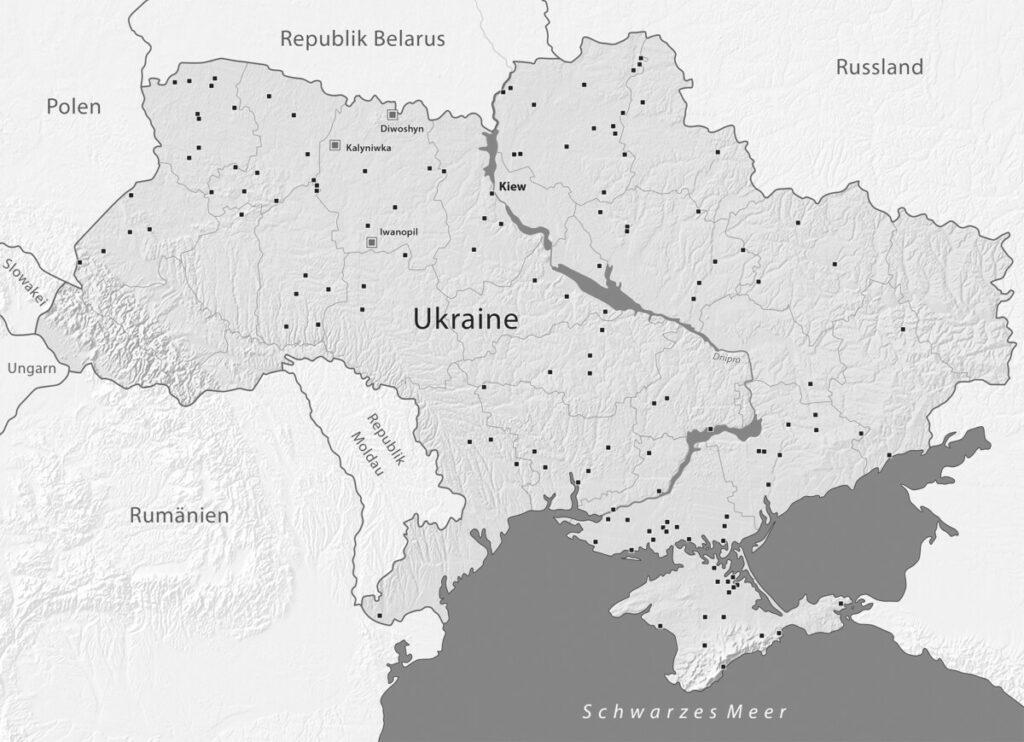 139 dokumentierte Orte der Vernichtung von Roma auf dem Gebiet der heutigen Ukraine zwischen 1941 und 1944. Hervorgehoben sind die drei vom Projekt gestalteten Gedenkorte für ermordete Roma. Inhalte: Mykhaylo Tyaglyy, Gestaltung: mr-kartographie, Gotha